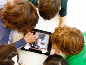 Ebook fala sobre mídia digital e a juventude